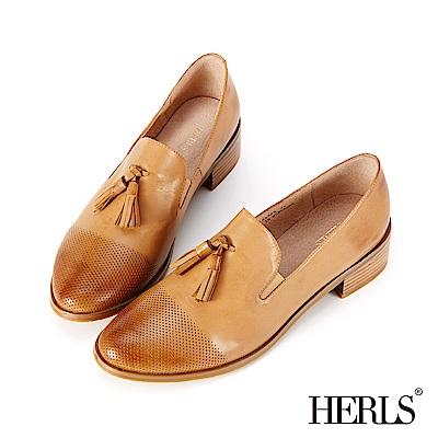 HERLS 英倫雅仕 全真皮擦色沖孔流蘇樂福鞋-駝色