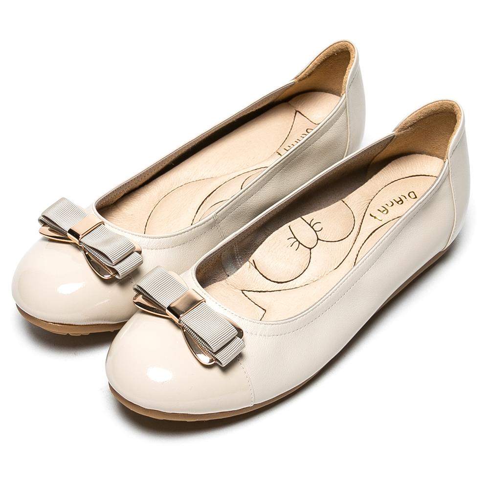 DIANA 漫步雲端蝴蝶結款--經典蝴蝶結軟Q真皮鞋–米