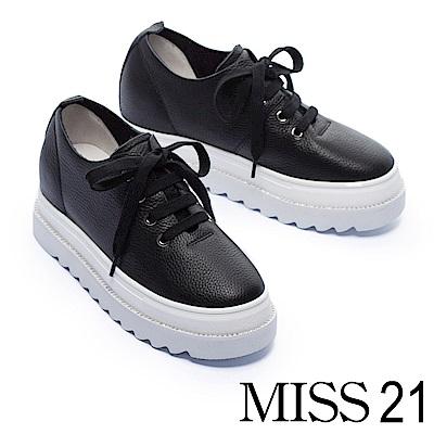休閒鞋 MISS 21 極簡純色細緻摔紋全真皮內增高厚底休閒鞋-黑