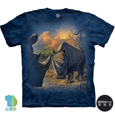 摩達客-美國進口The Mountain 對峙犀牛 純棉環保藝術中性短袖T恤