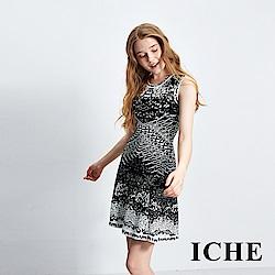 ICHE衣哲 黑白印花設計造型洋裝