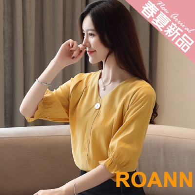 V領荷葉邊喇叭袖五分袖襯衫 (共三色)-ROANN