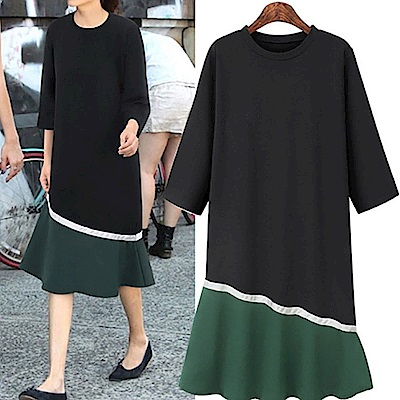 MOCO圓領撞色拼接斜擺波浪魚尾裙擺七分袖洋裝XL~4L