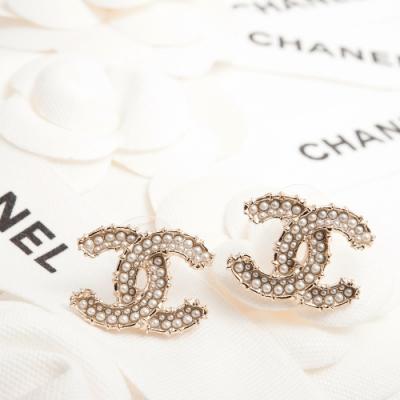 CHANEL 經典CC LOGO立體內邊鑲滿珍珠大款穿式耳環 (金色)