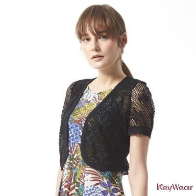 KeyWear奇威名品    MIT精緻鏤空百搭短袖罩衫-黑色