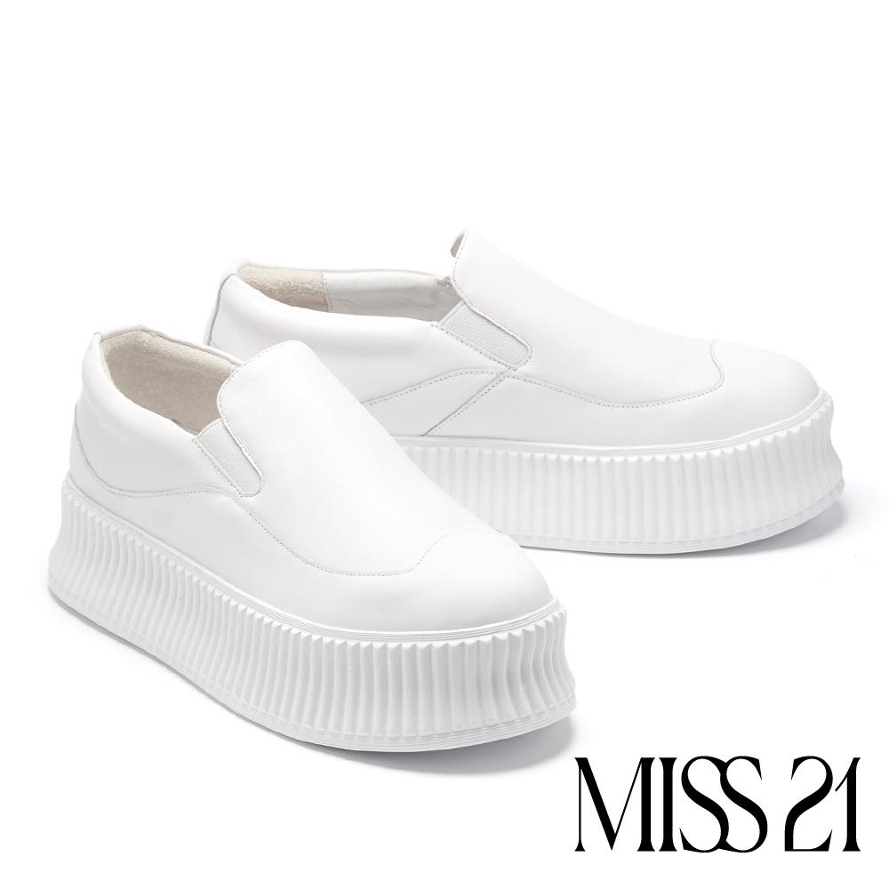 休閒鞋 MISS 21 俏皮弧線型拼色全真皮厚底休閒鞋-白