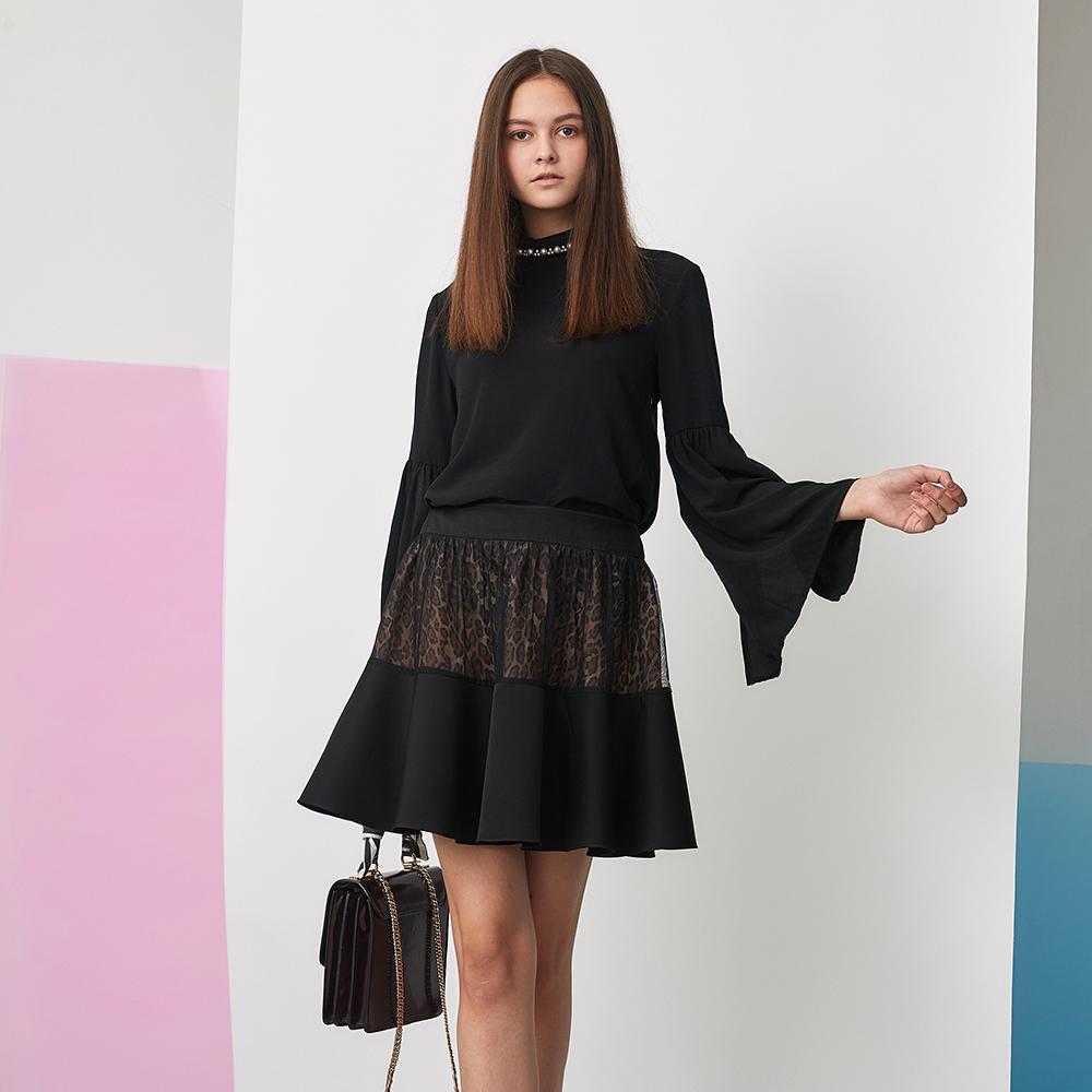 ICHE 衣哲 時尚透視紡紗動物紋印花拼接造型圓裙-黑
