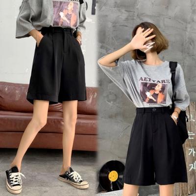 【韓國K.W.】(預購)獨家款時尚素面顯瘦短褲-2色