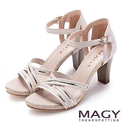 MAGY 摩登時尚 交叉皮革金屬條帶後包高跟涼鞋-米色