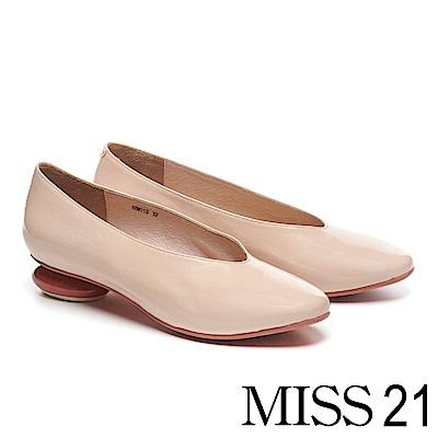 低跟鞋 MISS 21 簡約復古時尚皺漆皮圓跟造型低跟鞋-米