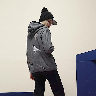 ICHE衣哲 設計款羊毛刺繡連帽拼接長版造型大衣外套-灰
