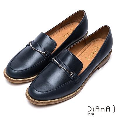 DIANA 摩登原味--馬銜釦真皮樂福鞋-深藍