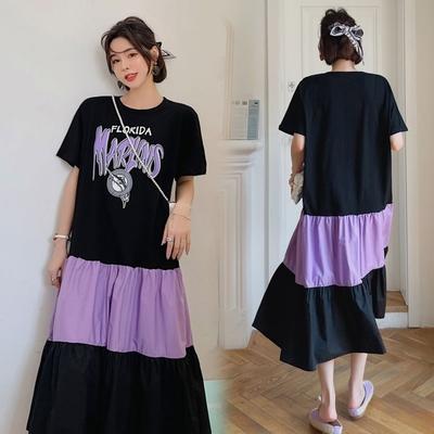 MOCO圓領黑紫色配色英文字飛魚印花蛋糕裙擺棉質洋裝L~4XL