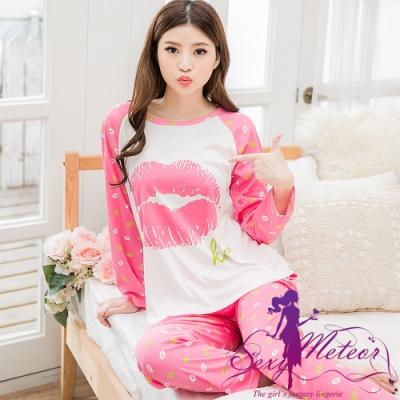 居家睡衣 全尺碼 牛奶絲唇印棒球式長袖二件式睡衣組(迷人桃粉) Sexy Meteor