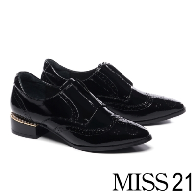 跟鞋 MISS 21 個性雕花中央拉鍊設計尖頭低跟鞋-黑