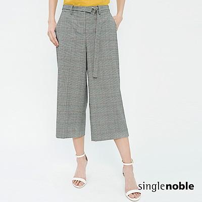 獨身貴族 輕經典扣環綁帶設計格紋寬褲(1色)