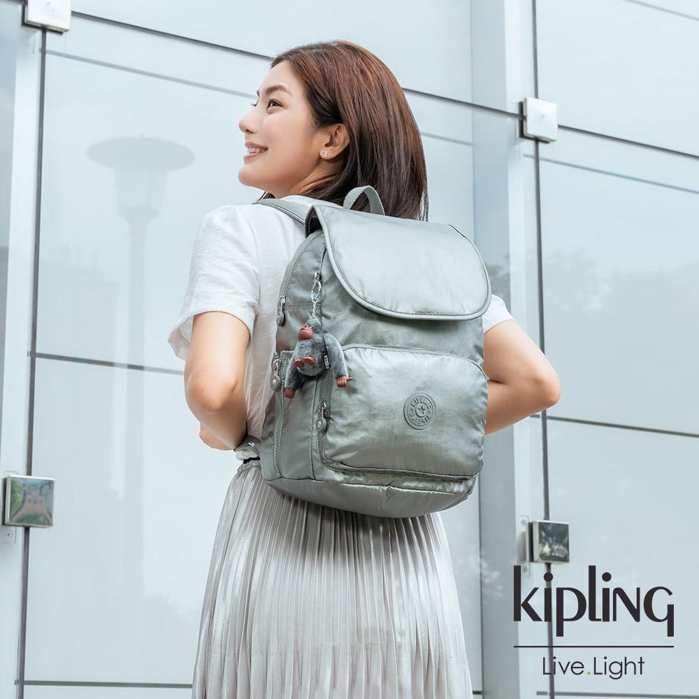 Kipling 個性金屬銀灰色掀蓋拉鍊後背包-CAYENNE