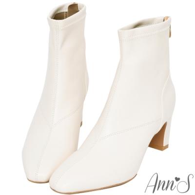 Ann'S充滿自信-美型貼腿剪裁方頭扁跟短靴-米白