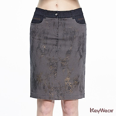 KeyWear奇威名品    微金屬光澤印花及膝裙-深咖啡色