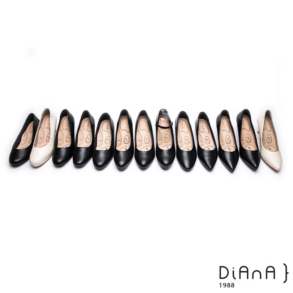 DIANA 漫步雲端布朗尼美人款-輕彈OL舒適4.5公分微尖制鞋-黑