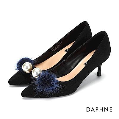 達芙妮DAPHNE 高跟鞋-毛球珠飾絨布尖頭高跟鞋-黑