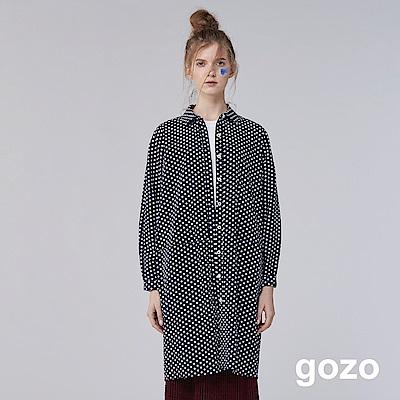 gozo 簡約滿版水玉點點印花洋裝(深藍)