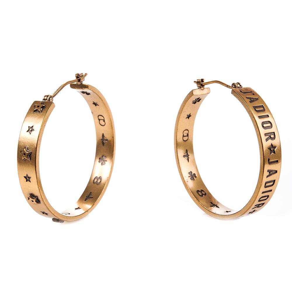 DIOR 「J Adior」圈型大款雕刻文字母穿式耳環 (金色)