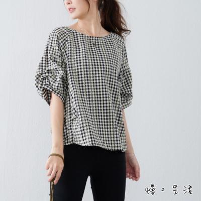 慢 生活 立體造型刺繡細格紋抓皺棉質上衣- 黑/藍