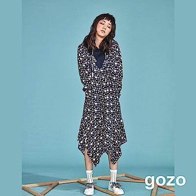 gozo 幾何圖形滿版印花連帽洋裝(深藍)