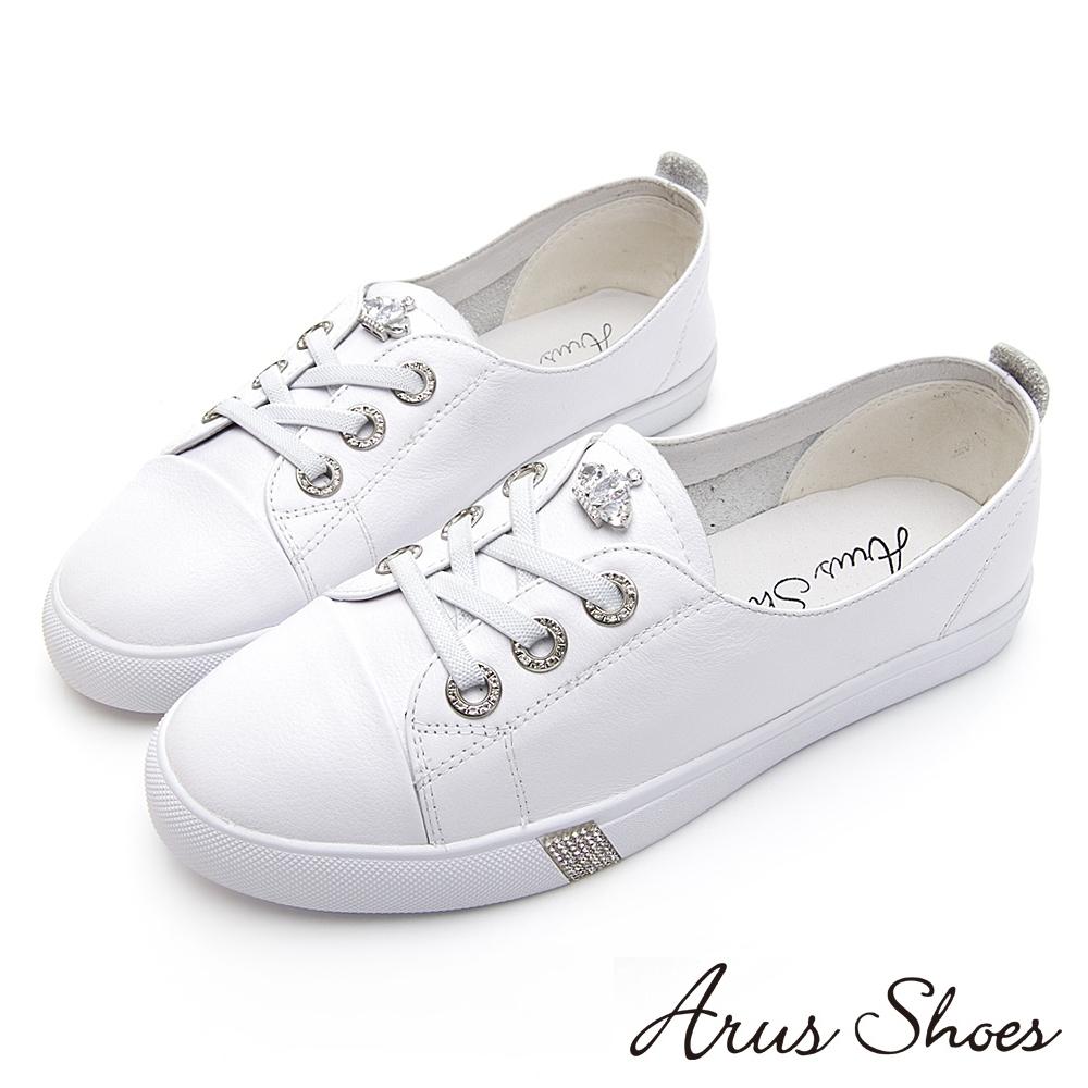 Arus-經典百搭小皇冠俏皮可愛平底超舒適Q彈休閒鞋-白色
