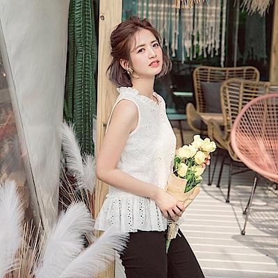 iMODA STAR-臧芮軒。甜美純白高含棉燒花荷葉襬背心-大尺碼