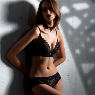 【秒殺時時樂】LADY 闇夜天使系列 蕾絲無鋼圈調整型內衣 B-F罩(顏色隨機)
