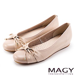 MAGY 清新氣質系女孩 鞋頭壓紋牛皮娃娃鞋-粉紅