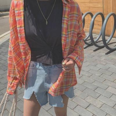 La Belleza小彩色亮色格紋單口袋開釦棉麻襯衫
