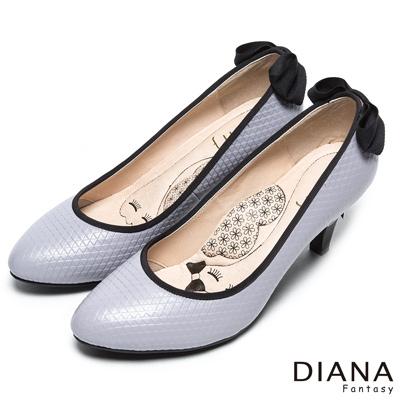 DIANA 漫步在雲端厚切瞇眼美人—後跟蝴蝶結壓紋真皮跟鞋-灰紫