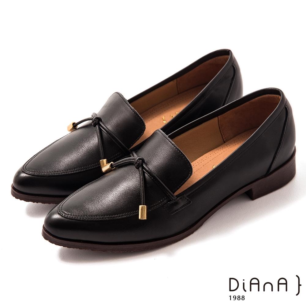DIANA 3 cm牛皮細帶蝴蝶結飾尖頭樂福鞋-漫步雲端焦糖美人-黑