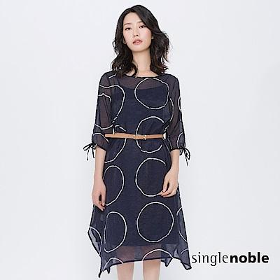 獨身貴族 麥田矩陣圓圈不規則罩紗洋裝(1色)