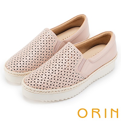 ORIN 引出度假氣氛 牛皮打洞花紋簍空平底便鞋-粉紅