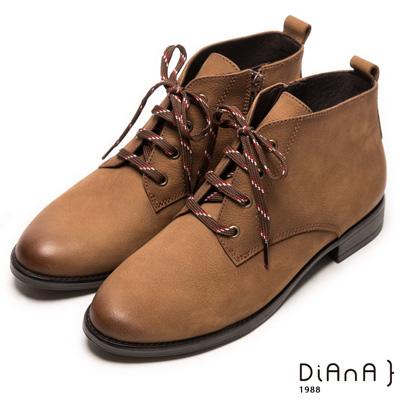 DIANA 工藝精湛—率性風靡擦色綁帶工程短靴-淺棕