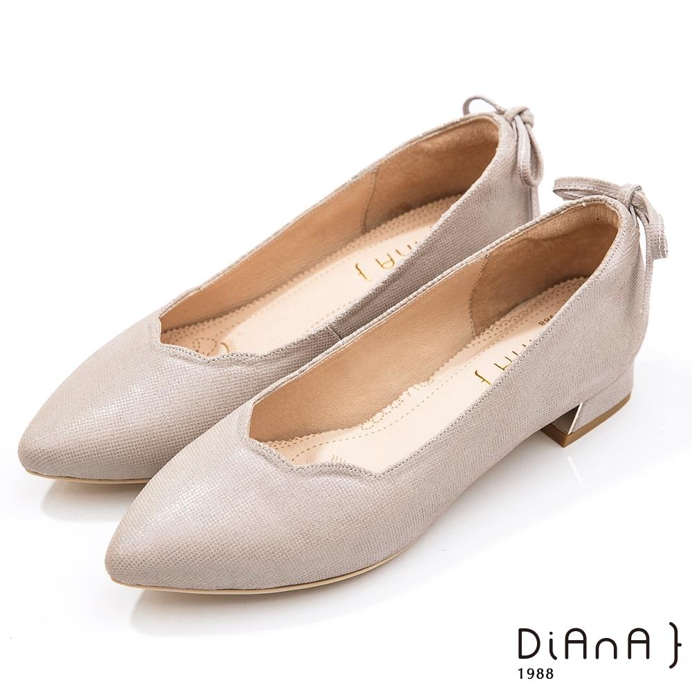 DIANA 3cm壓紋牛皮柔軟蝴蝶結後跟飾尖頭低跟鞋-紫芋