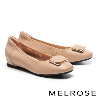 低跟鞋 MELROSE 氣質時尚金屬飾釦造型內增高全真皮低跟鞋-米