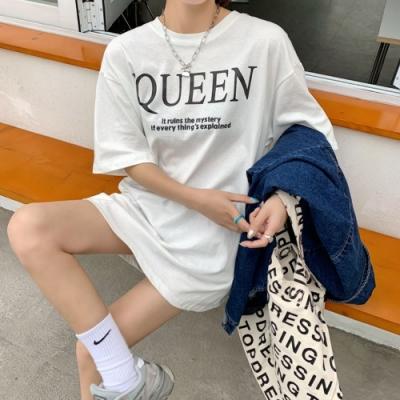 MOCO圓領英文字QUEEN印花寬鬆棉質T恤M~XL