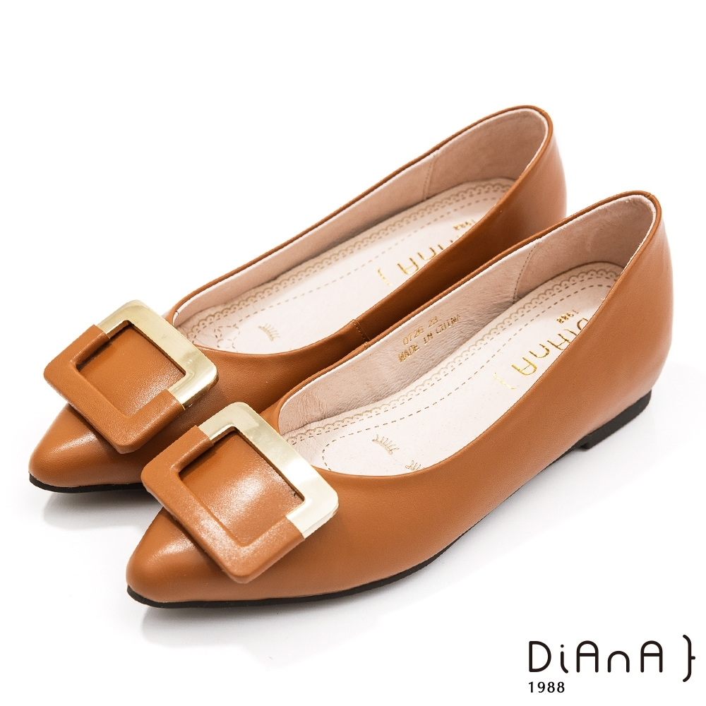 DIANA 1公分嚴選牛皮雙材質拼接方釦內增高尖頭娃娃鞋-棕