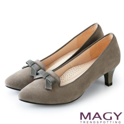 MAGY 氣質首選 質感絨布百搭中跟鞋-灰色