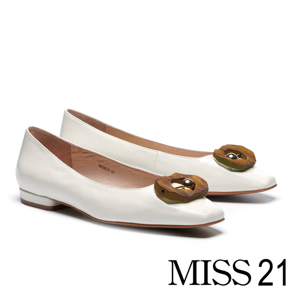 低跟鞋 MISS 21 創意多邊圓珠飾釦漆皮方頭低跟鞋-白