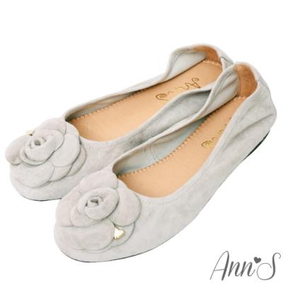 Ann'S了不起的魅力-山茶花金色小愛心全真皮麂皮平底娃娃鞋-灰