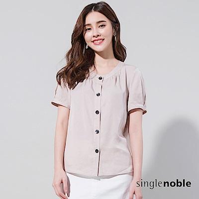 獨身貴族 微溫城市圓領排釦公主袖襯衫(2色)
