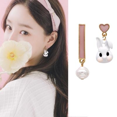 梨花HaNA 無耳洞/耳針款不對稱愛麗絲的兔子可愛耳環
