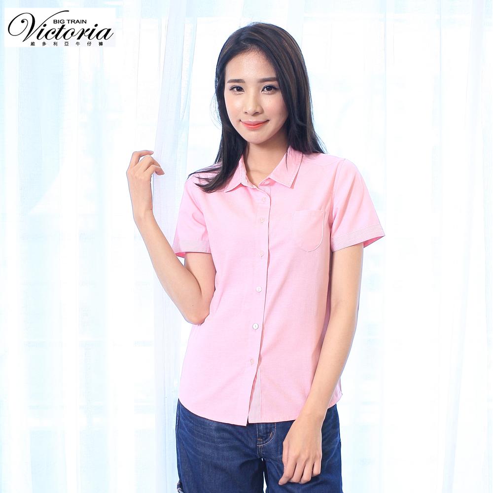 Victoria 素面配細條基本短袖襯衫-女-淺粉