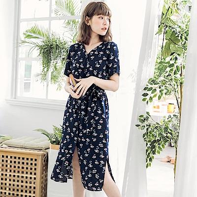 附綁帶花朵排釦設計短袖洋裝-OB大尺碼